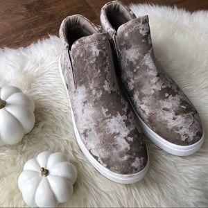🚨SALE🚨Fabletics hightop crushed velvet sneakers